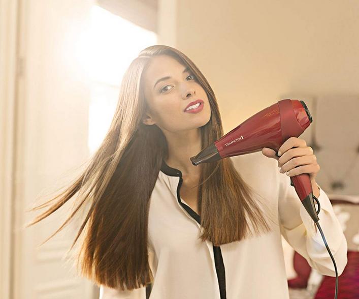 Comment bien sécher vos boucles avec votre sèche-cheveux ?